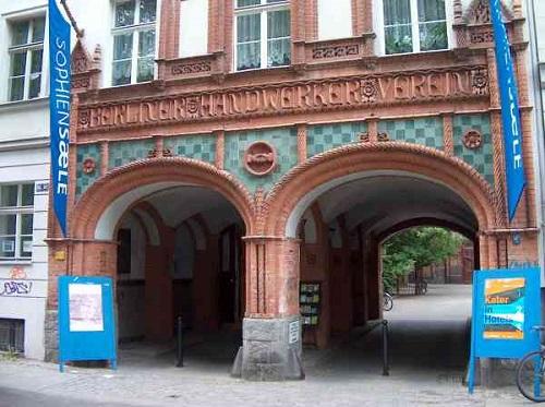 Berlin magnétique DOM victoires pilier Alexanderplatz Mémoire Église souvenir GERMANY