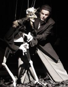 """Frank Soehnle, marionnettiste issu de la compagnie allemande """"Figurentheater"""" Tünbingen -Schaubude 2008."""
