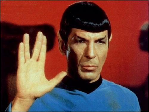 """Captain Spock dans la série télévisée : """"Star Trek"""" ou """"Patrouille du cosmos"""" au Québec"""